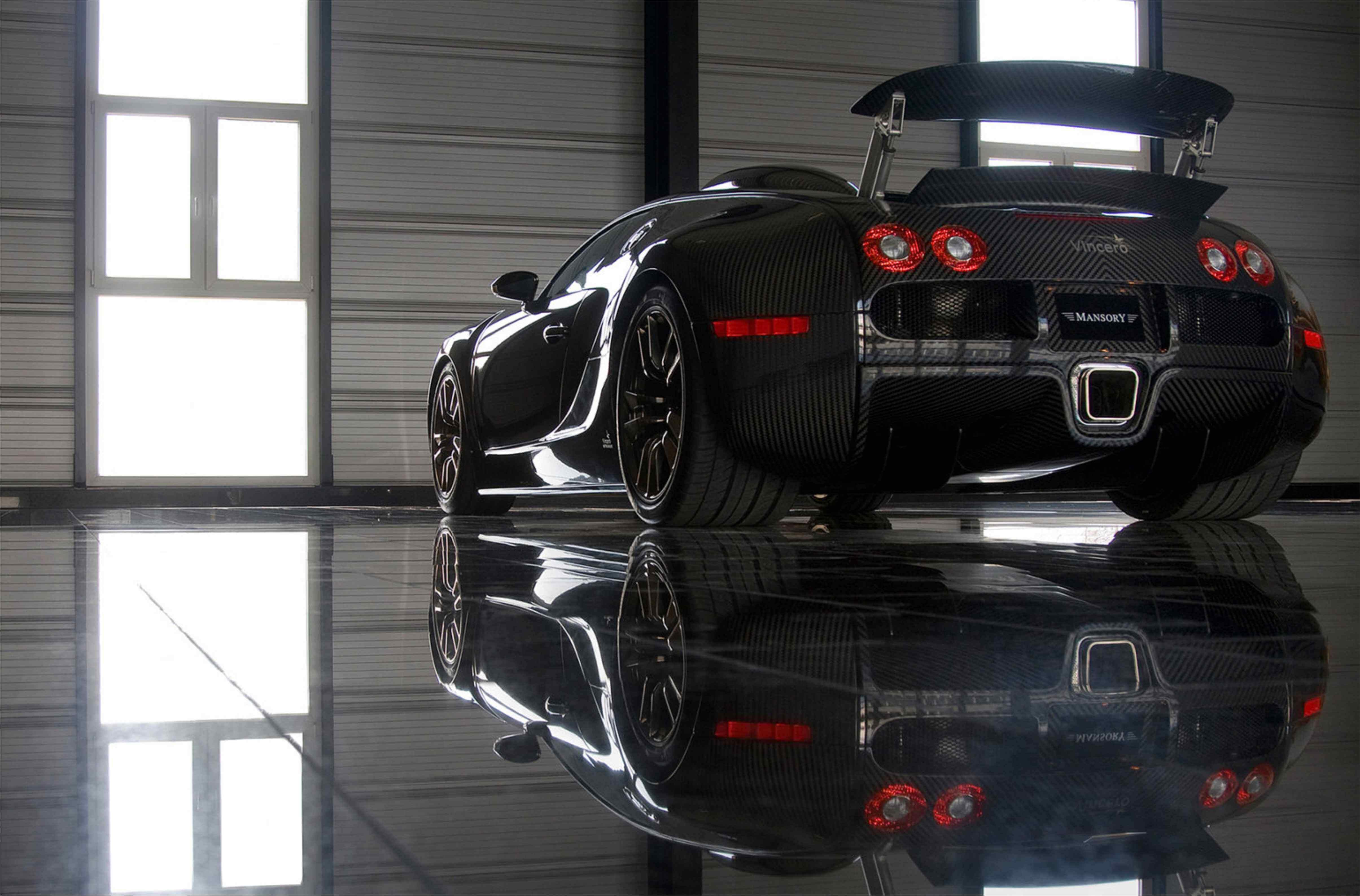 Aвтомобиль обтянут чёрным карбоном