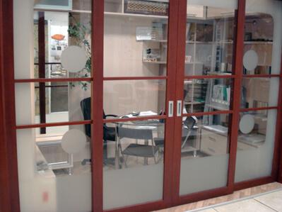 тоноровка коричневых дверей